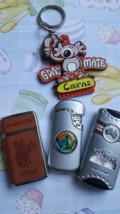Gantungan kunci dan pematik korek api souvenir dari Cairns